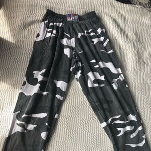 Camo sweats with stretchy waist band